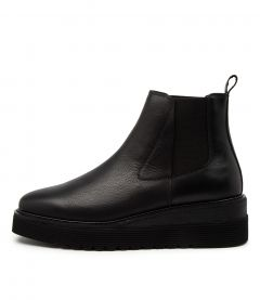 Uvika Black Leather